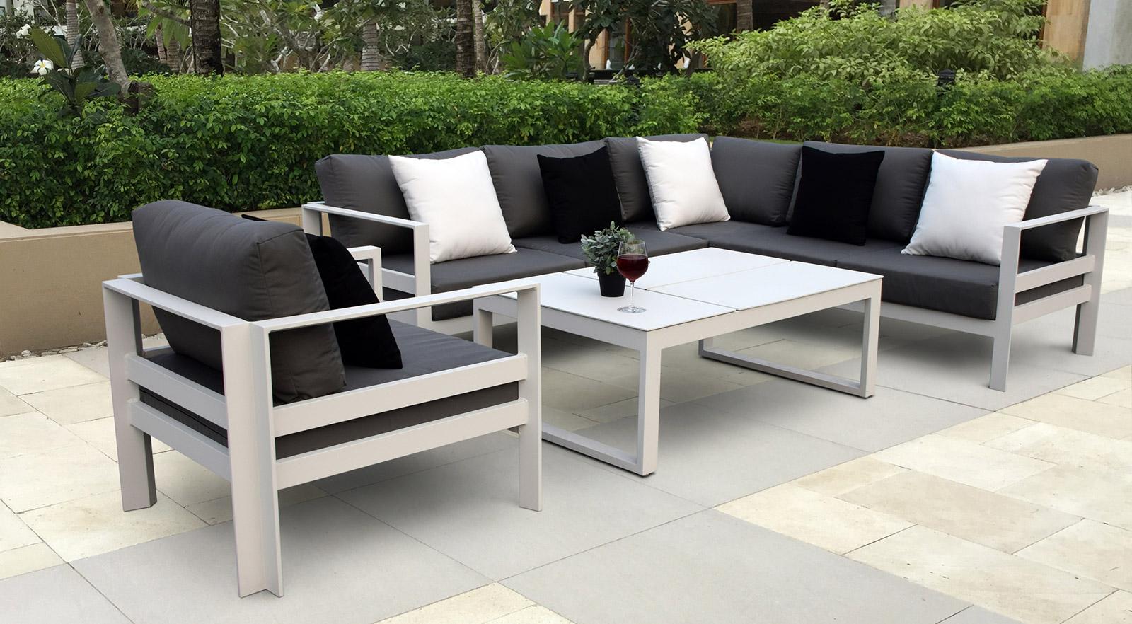 muebles hechos de aluminio
