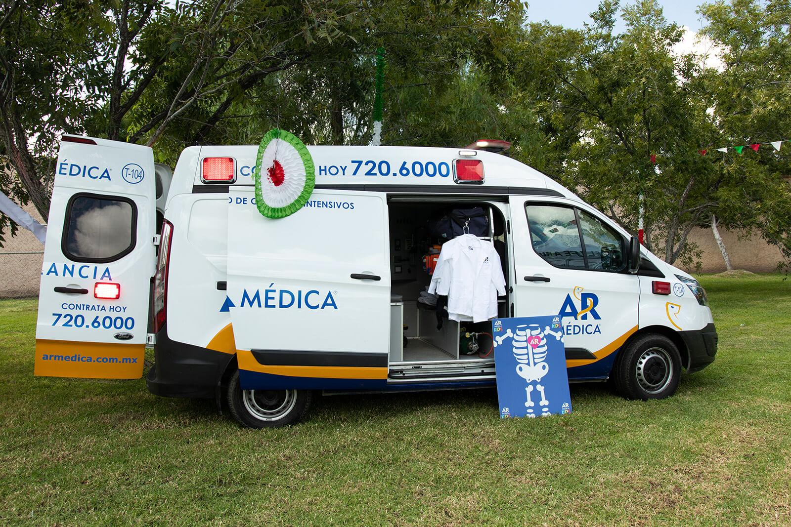 vehículo de atención médica de AR