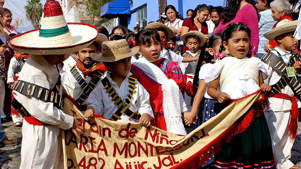 niños celebrando la revolución mexicana