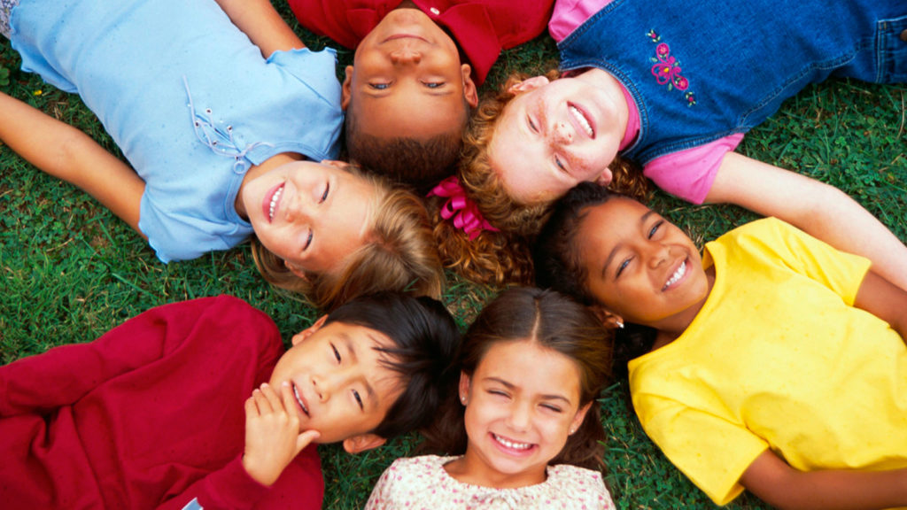 niños sonrientes
